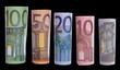 Euro Banknoten auf schwarzem Hintergrund