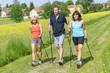 Drei sportliche Walker