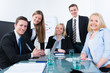 auszubildende in einem meeting