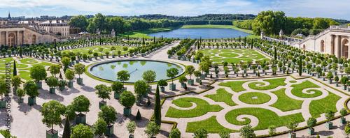 Papiers peints Jardin L'Orangerie garden in Versailles. Paris, France
