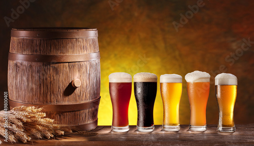 Beer glasses with a wooden barrel.