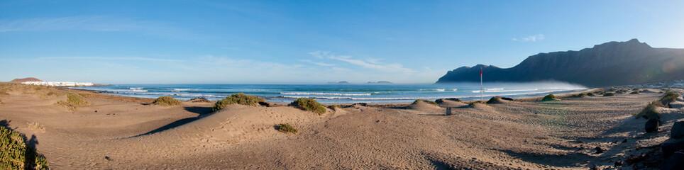 Vista Panoramica della spiaggia di Famara, Lanzarote