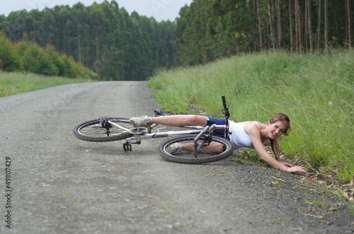 Girl hurt crashing bicyble accident