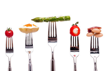 Verschiedene Gemüse auf einer Gabel