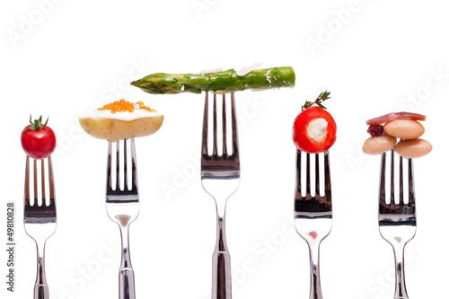 canvas print picture Verschiedene Gemüse auf einer Gabel