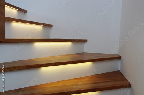 Leinwandbild Motiv beleuchtete treppe III