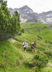 Zwei Männer beim Wandern