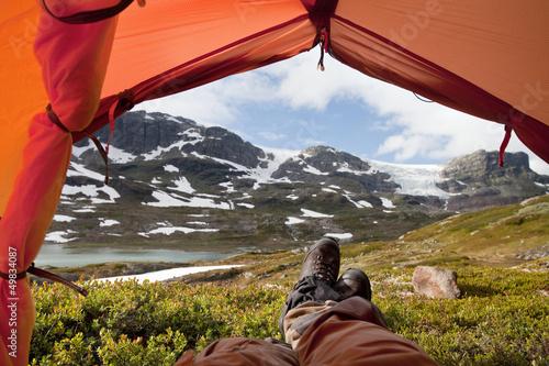 Leinwanddruck Bild Ein Blick aus dem Zelt - nach einer langen Wanderung