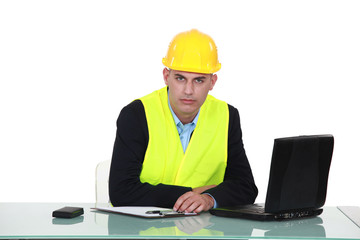 helmeted foreman with laptop