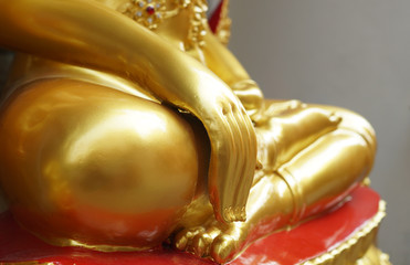 The hand of gold buddha