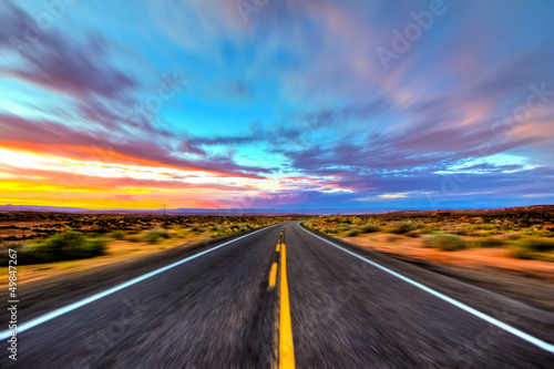 Leinwandbild Motiv On the road im Sonnenuntergang - USA