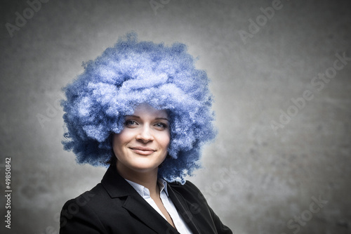 Diese Geschäftsfrau setzt auf blaue Haare