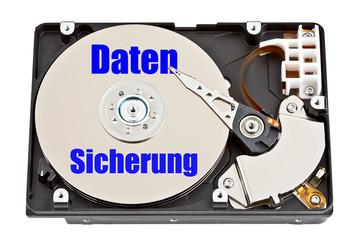 Festplatte mit Aufschrift - Datensicherung - Datenverlust