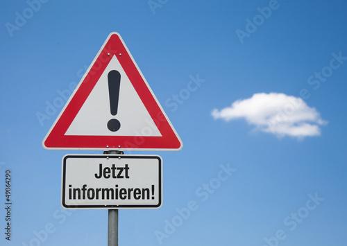 Achtung Schild mit Wolke JETZT INFORMIEREN!
