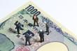 千円札の上で会議