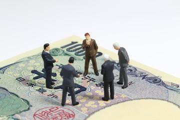 千円札とビジネスマン
