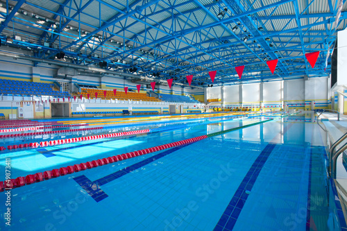 Empty swiming pool with blue water - 49873411