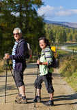 Senioren beim Nordic walking / autumn hiking 23
