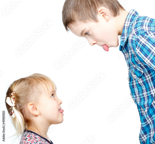 Children sticking out tongues
