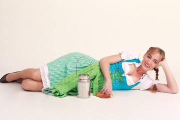 lachendes bayerisches Mädchen