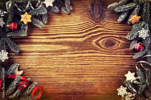 Holzbrett mit Weihnahctsdekoration