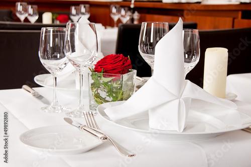 Leinwanddruck Bild festlich gedeckter tisch in einem restaurant