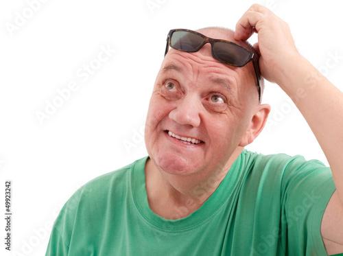 Homme au cr ne ras et lunette de soleil fond blanc de maurice metzger photo libre de droits - Homme crane rase ...