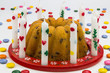 Kuchen mit Kerzen und Schokolinsen