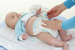 Bébé - mise en place d'une  Couche jetable