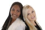 Afrikanerin u. Europäerin glücklich - black and white woman