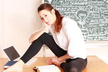 Mädchen lernt für die Schule