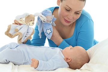 Distraire bébé avec les doudous