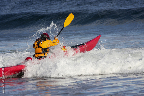 Man fighting the wave on kayak