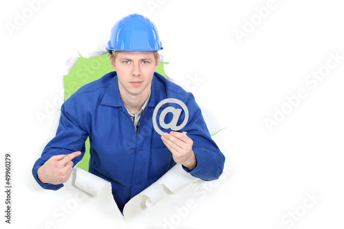 Builder promoting e-mail address