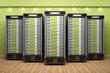 5 Webserver in Formation vor grüner Wand