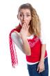Schockierte junge Frau isoliert in Rot und Weiß