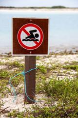 Verbotsschild am Strand