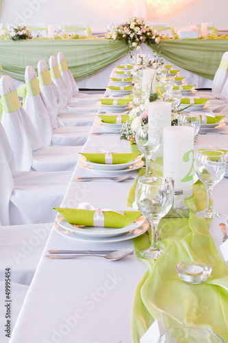 luxury place setting, green napkin on plate