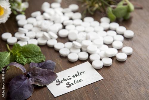 Leinwandbild Motiv Schüssler Salze mit Kräutern