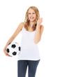 Attraktives Mädchen hält Fußball