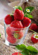 frische erdbeeren im glas