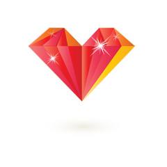 Драгоценный камень в форме сердца