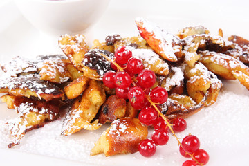 Dessert cut-up and sugared pancake with red currant - Kaiserschm
