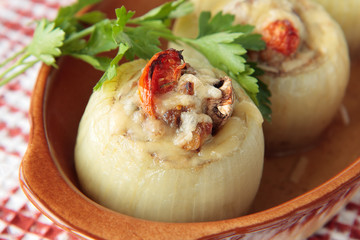 Onions stuffed with mushrooms, tomatoes and minced meat
