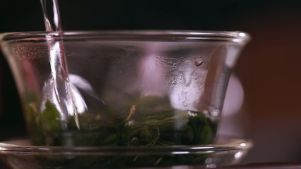 Pouring water in gaiwan.