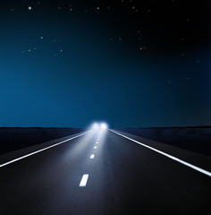 Gegenverkehr bei Nacht