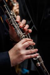 Clarinetista tocando
