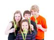 Gruppe Teenager mit Tulpen