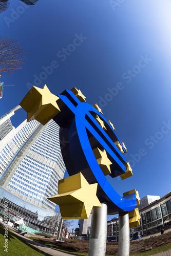 Znak euro we Frankfurcie