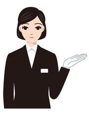 案内する葬儀女性スタッフ